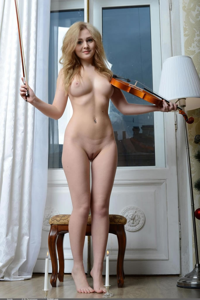 girl with violin Naked
